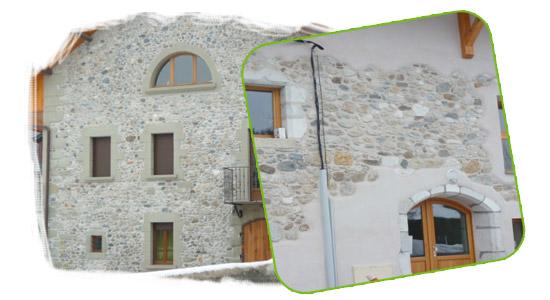 Piquage des supports, jointoiement et hydro gommage des pierres pour qu'elles retrouvent leurs couleurs d'origine
